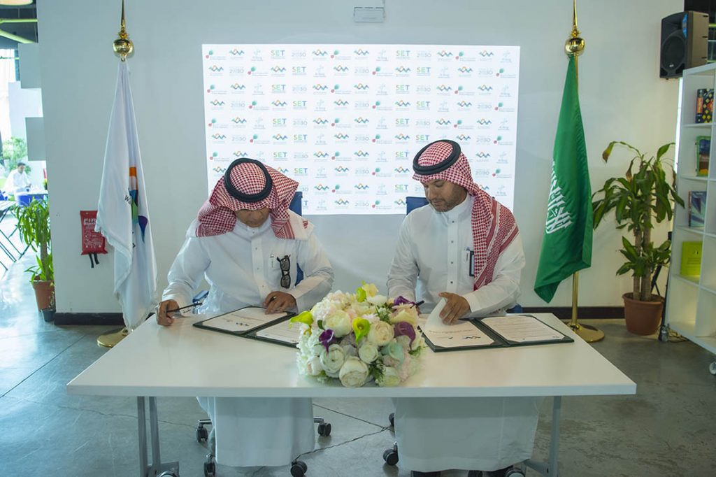 Signing a sponsorship contract between Wadi Makkah Investment Company represented by the Saudi Leadership Sessions and Al-Borg Medical Laboratories Ltd.